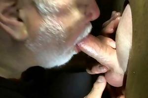 beard daddy sucks cock