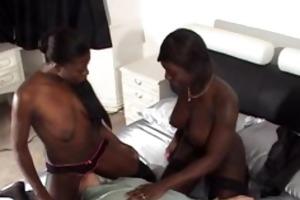 2 sturdy black gals facesit a much aged grandpa
