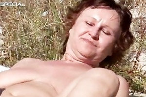 horny mom gets her hairy muf drilled part6