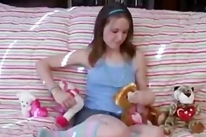 young teen fingers herself