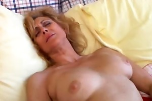 older non-professional loves to cum
