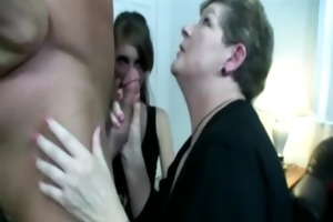 milf in threeway sucking dick and can not acquire