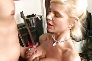 hawt momma crystal white gets her throat glided
