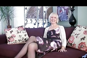 hairy mature moms first agonorgasmos video