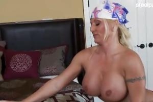 chick dilettante tugjob