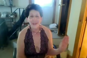 old sag tittie butt wench enjoys singing on cam