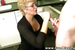 mature bitch shows what she can not do with a