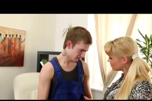 legal age teenager chap bonks his first blond