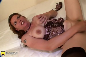 Busty mature mother squirts like a firehose