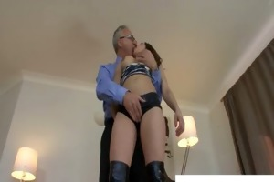 old perv gets knob sucked by a uk prostitute