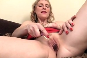 sexy mother i josie pleasing her pussy with toys